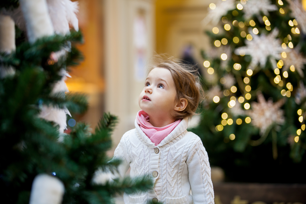 kids-at-stores-during-holiday-shopping-phoenix-scottsdale